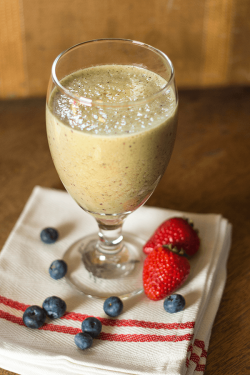 Smoothie recipe for weight loss IdealShape Spinach Berry