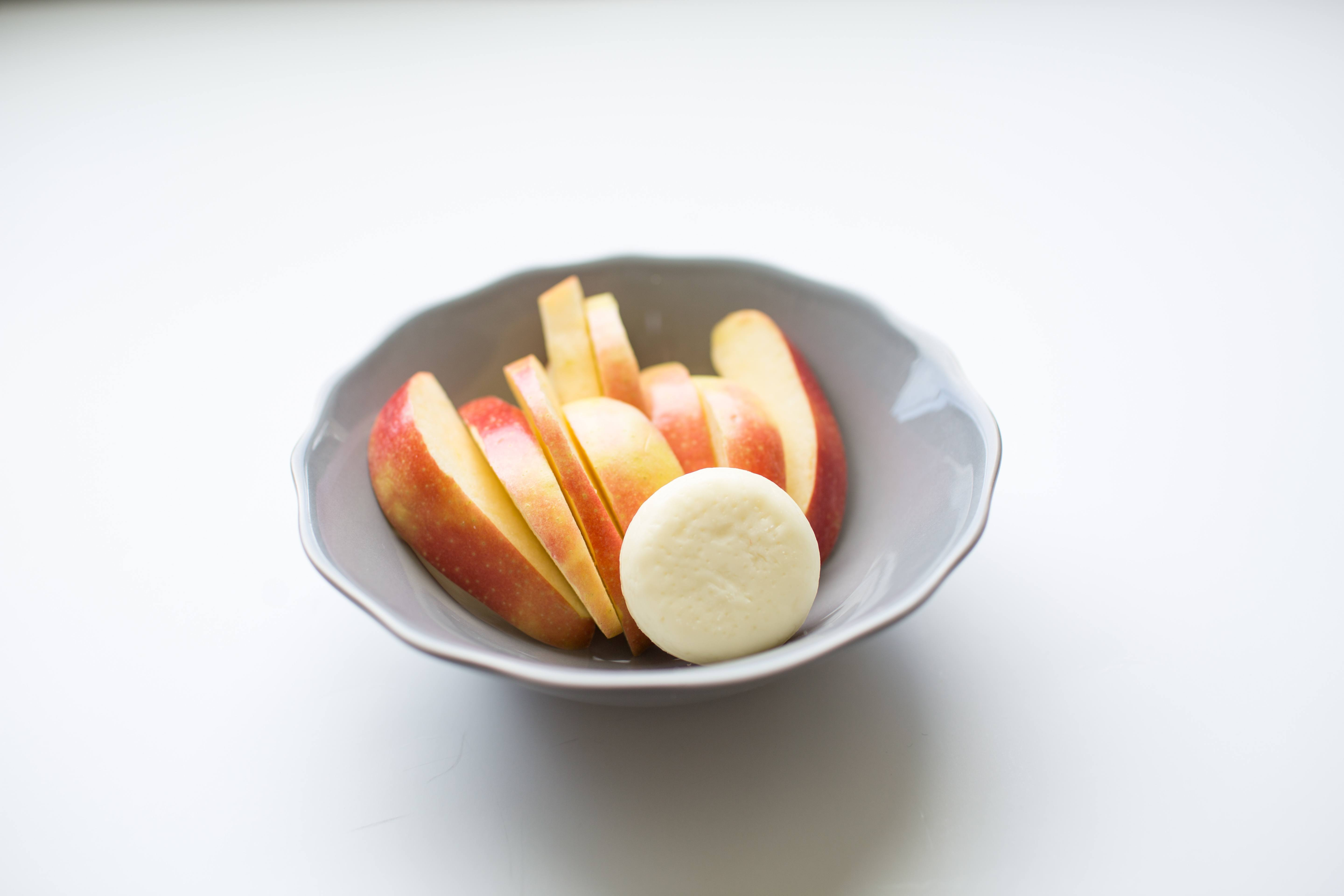 100 calorie snack apple slices and Babybel cheese