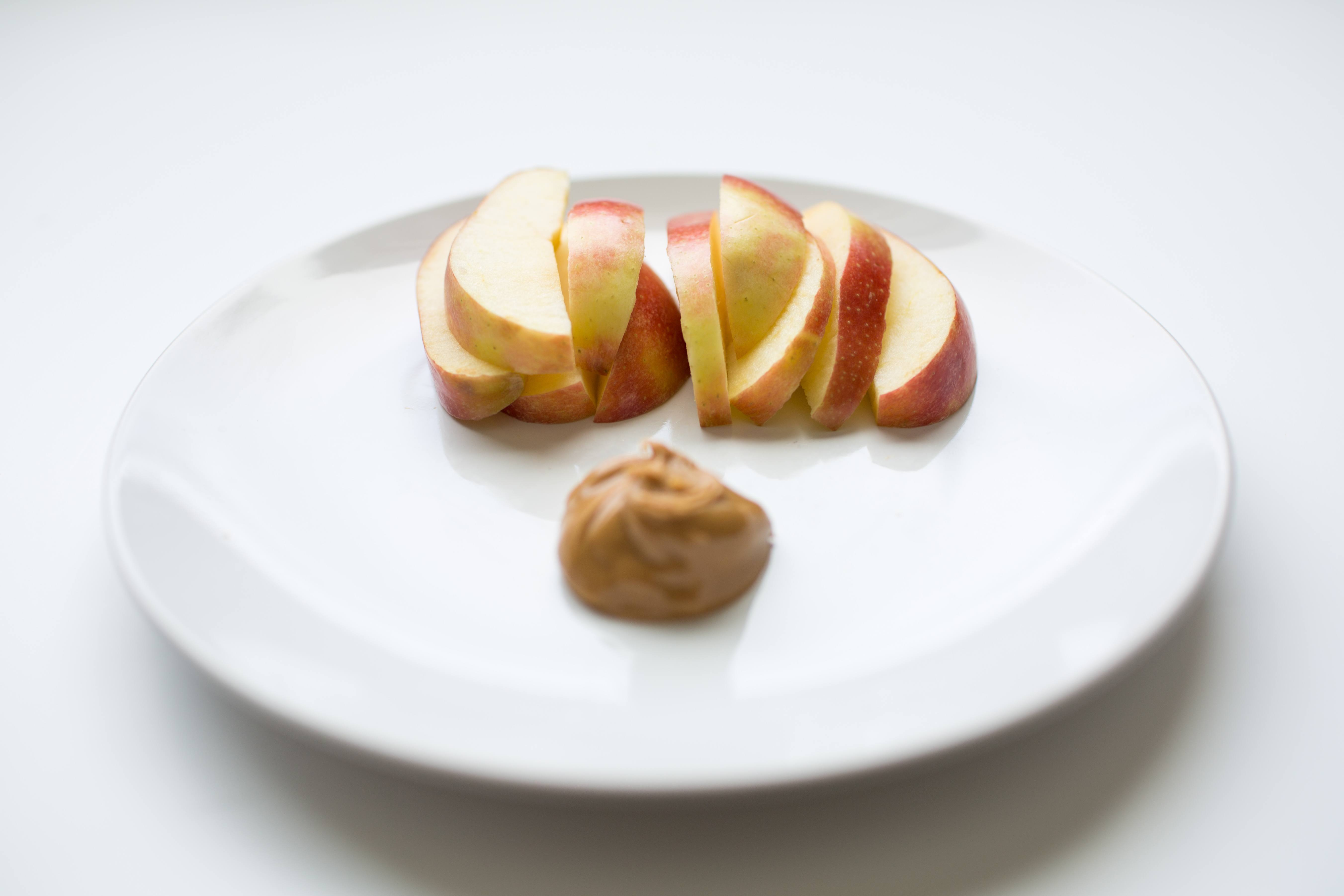 100 calorie snack apple slices and peanut butter