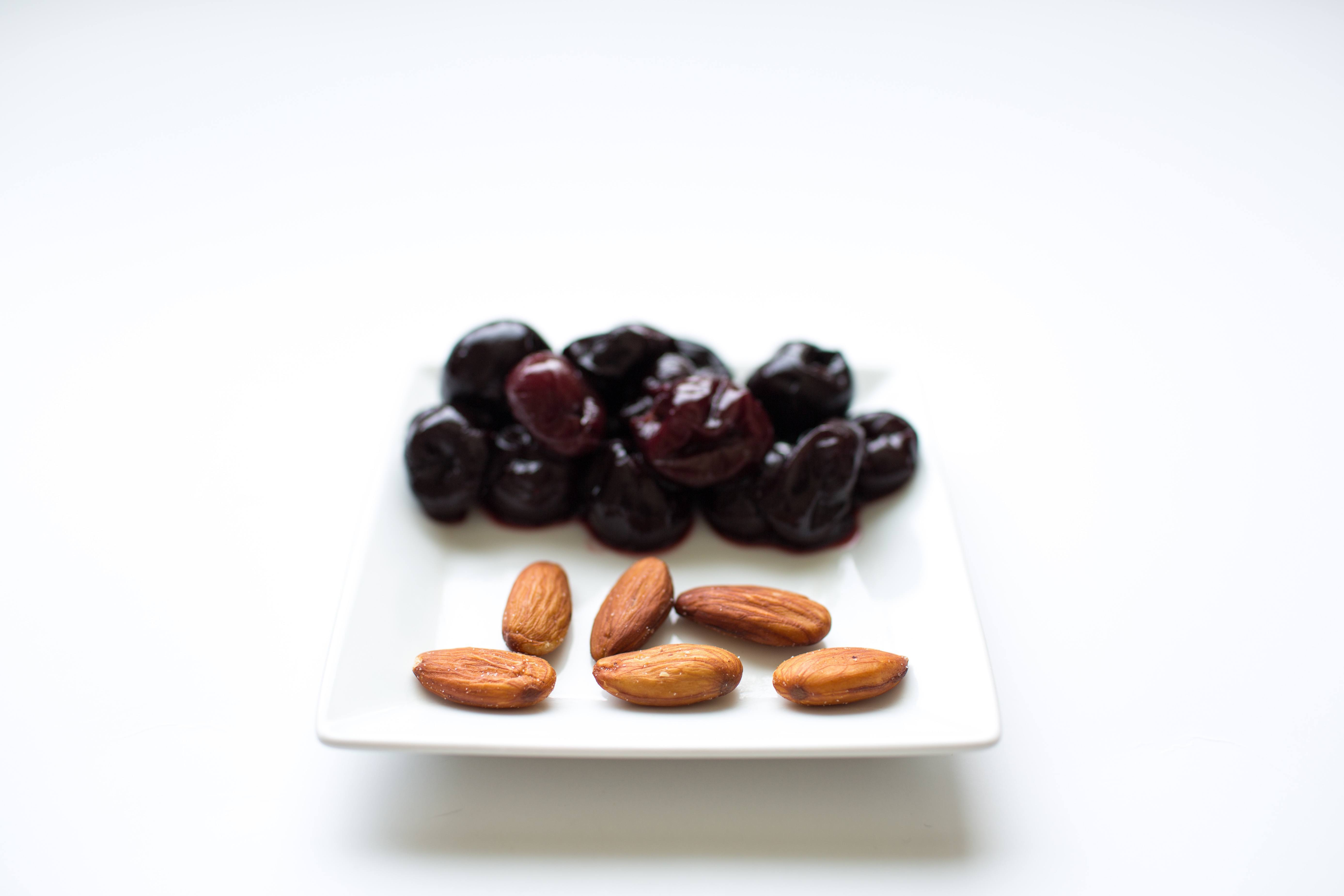 100 calorie snack cherries and almonds