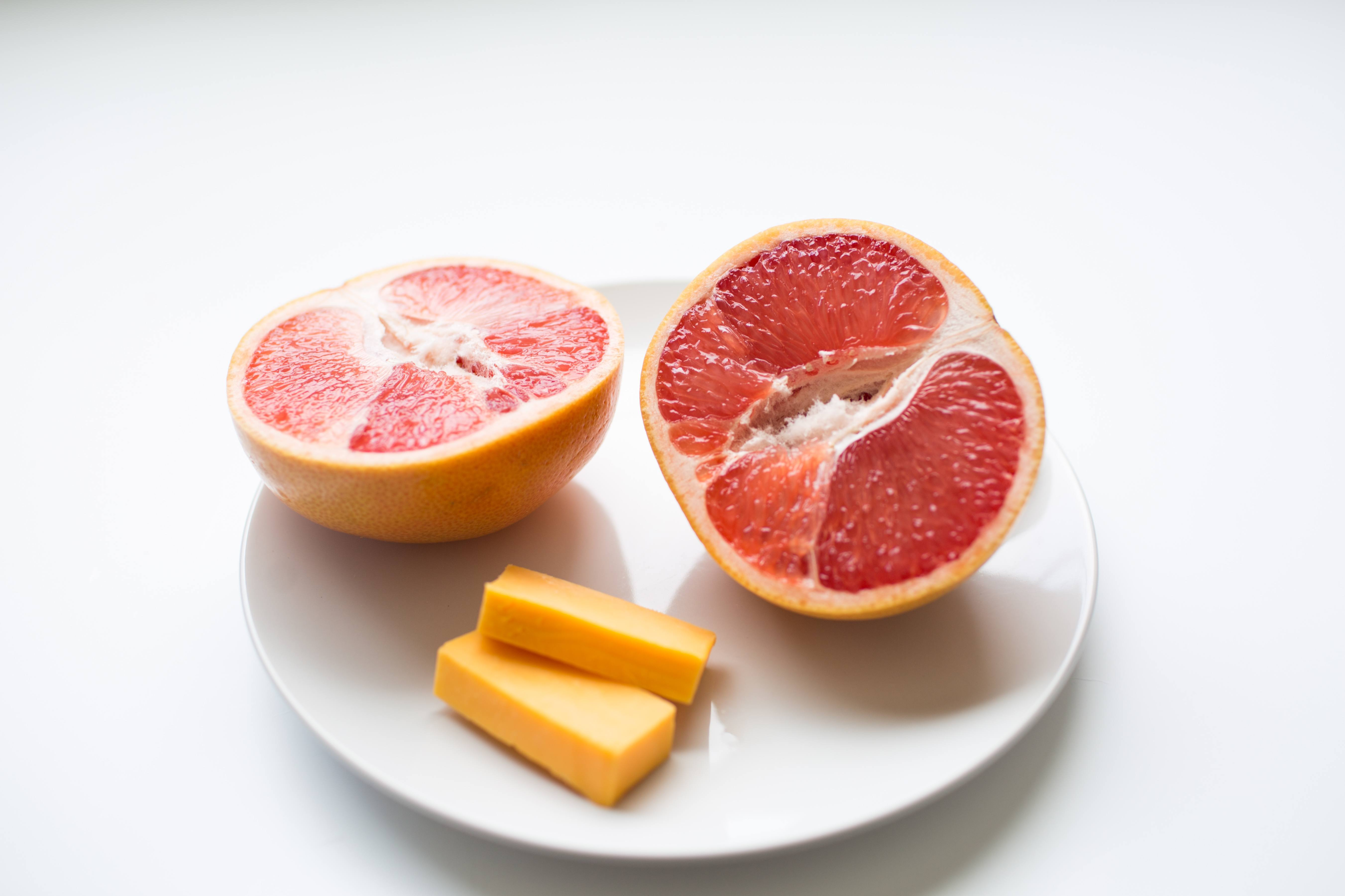100 calorie snack grapefruit and cheddar cheese