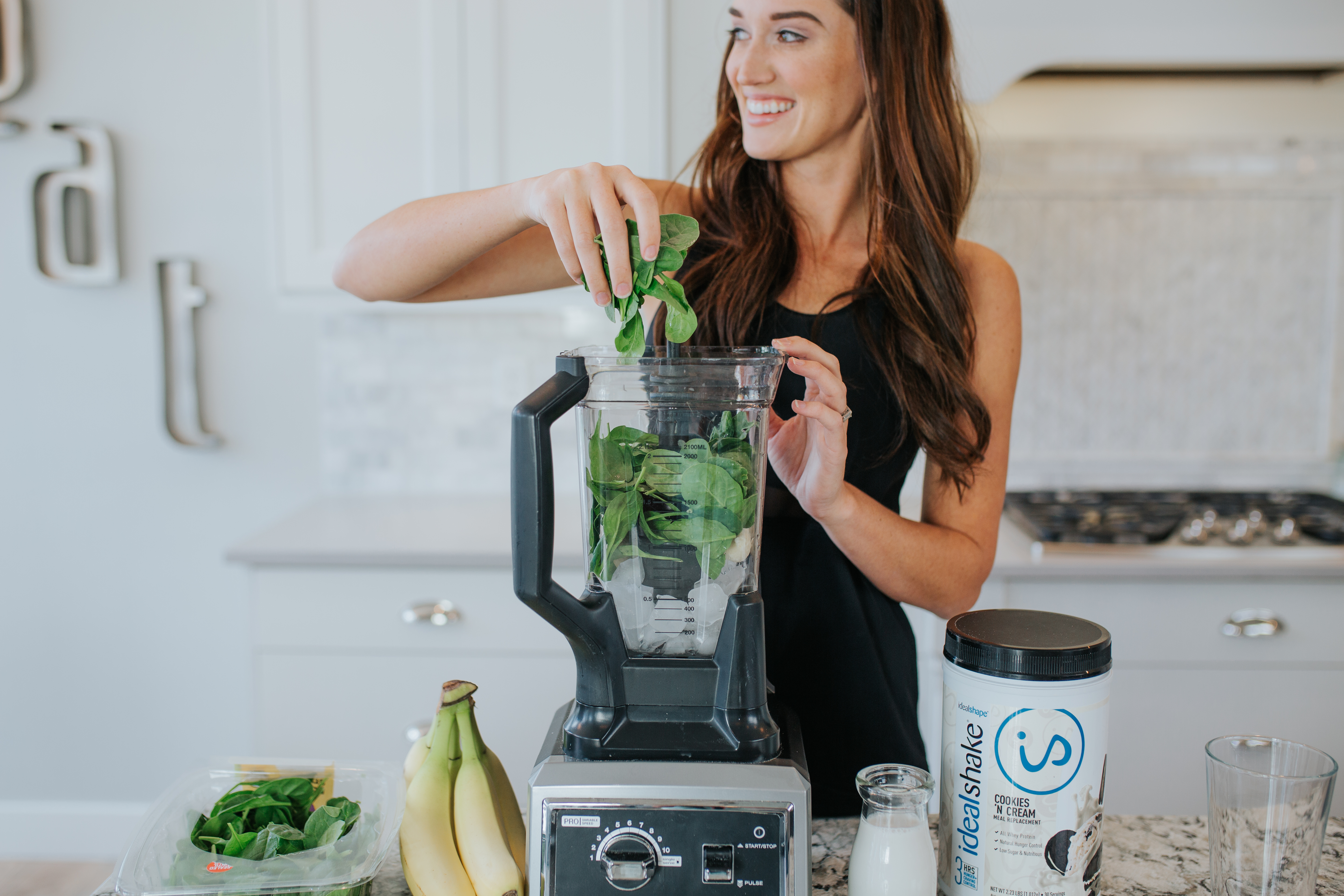 Jade Roper making a weight loss smoothie