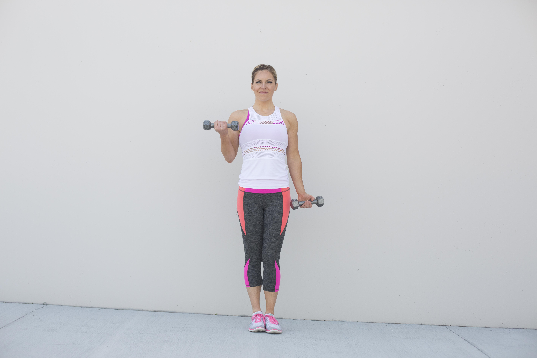 Alternating Dumbbell Curl Exercise Form Step 1