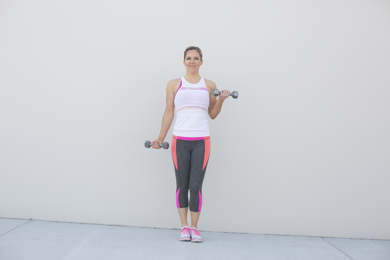 Alternating Dumbbell Curl Exercise Form Step 2