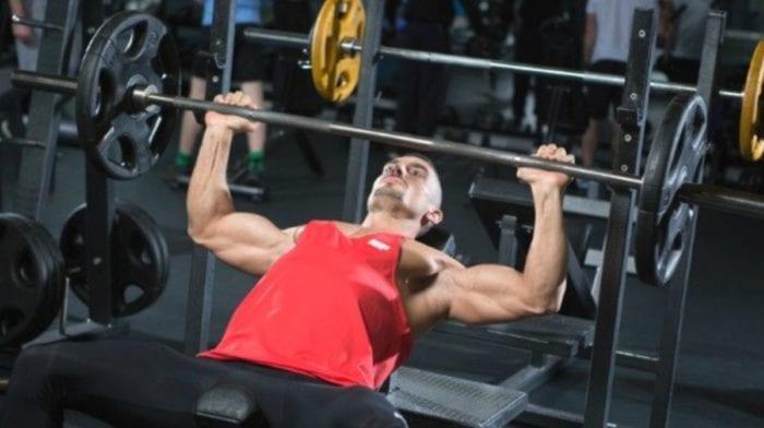 Wyciskanie na ławeczce płaskiej | Najlepsze ćwiczenia, abyś poprawił swój wynik w wyciskaniu na ławeczce płaskiej