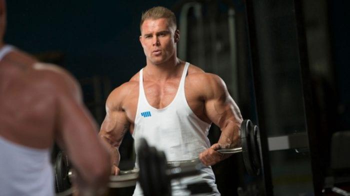 Trening na siłowni czy w domu? | Zalety treningu w domu i treningu na siłowni