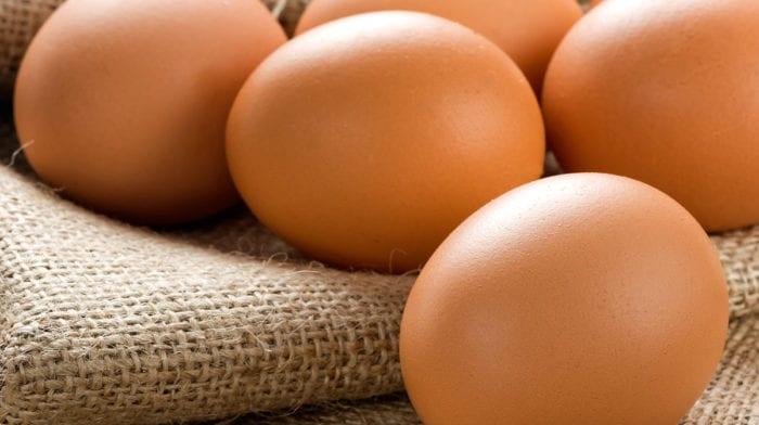 Całe jajka lepsze od samych białek do budowania masy mięśniowej, najnowsze badania