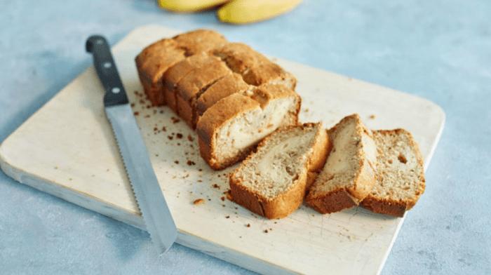 Chleb bananowy z nadzieniem sernikowym
