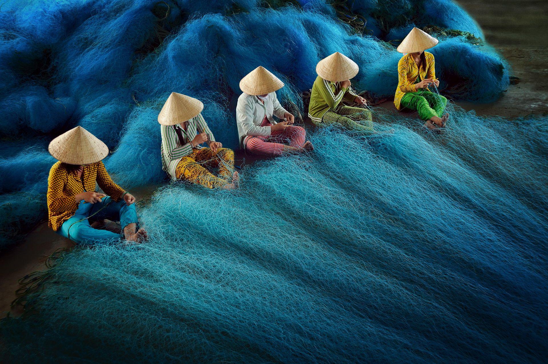 Net Mending by Hoang Long Ly