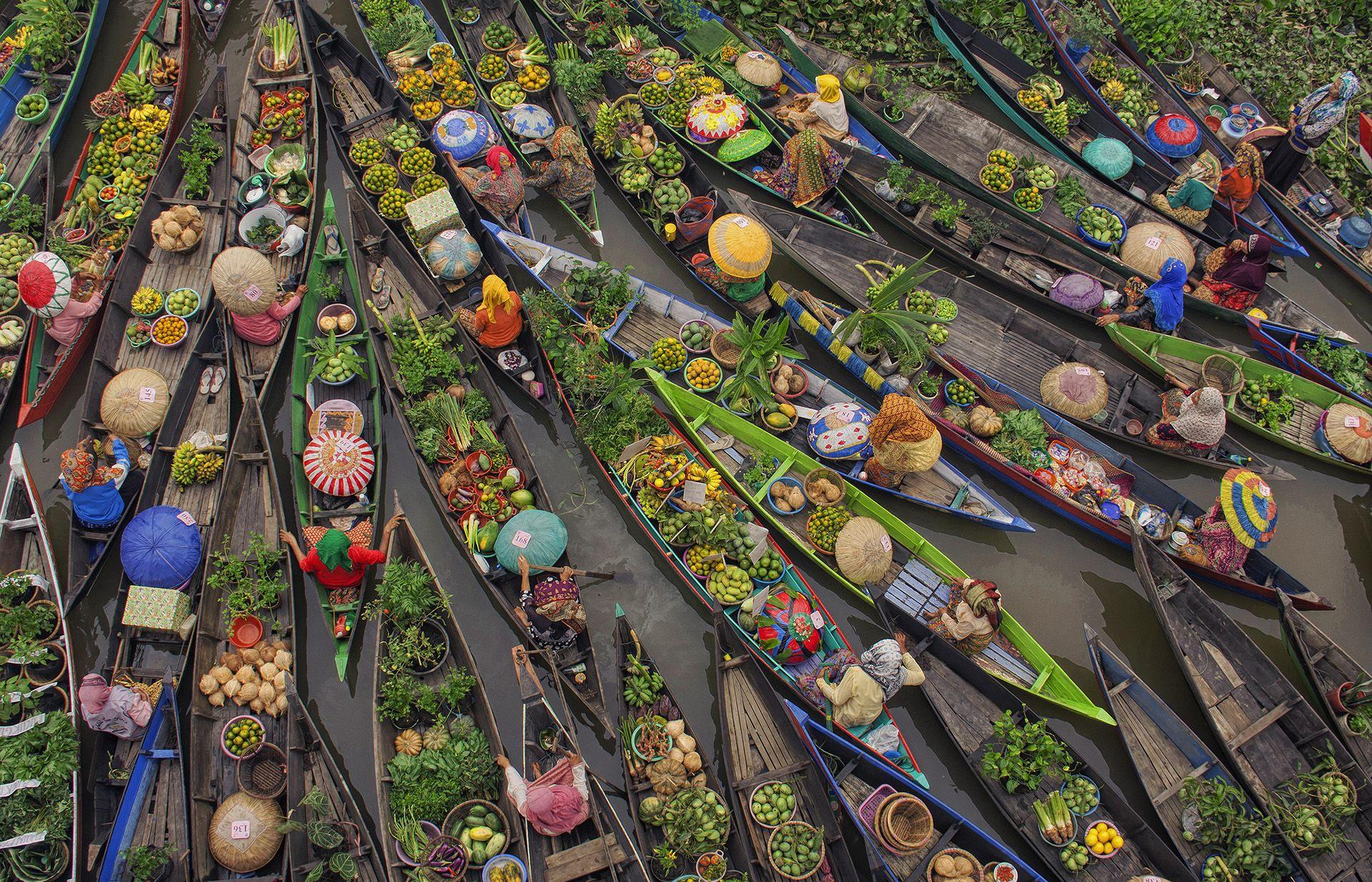 Floating Market by Antonius Andre Tjiu