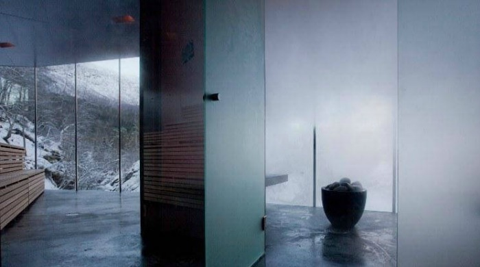 The Juvet Hotel, Norway: The steam room and sauna with views out to the mountains.