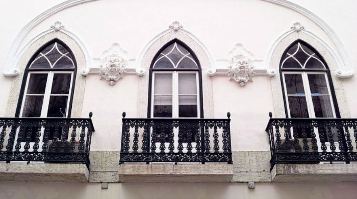 The Voyageur: Some beautiful Portugese windows on a white wall with black details.