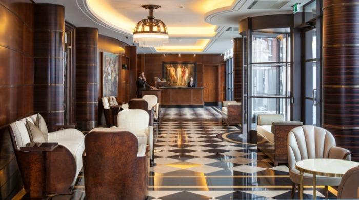The Beaumont Hotel, London: The entrance lobby with black and white tiled floor and traditional designs.