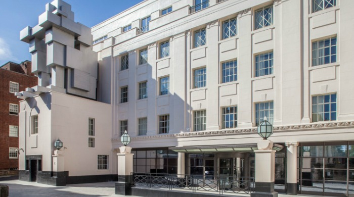 The Beaumont Hotel, London: A view of the outside of the hotel from the front.