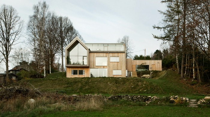 A Swedish lakeside villa called Villa Bondö, designed by Kjellgren Kaminsky Architecture.
