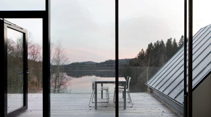 The deck of Villa Bondö overlooking the lake.