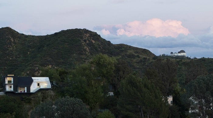 A view of the Nakahouse in the hills.