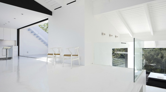 A white open plan living area in the Nakahouse.