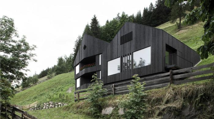 Wohnhaus Pliscia 13 by Pedevilla Architekten.