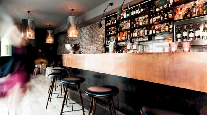 A bar at the Hotel Brosundet.