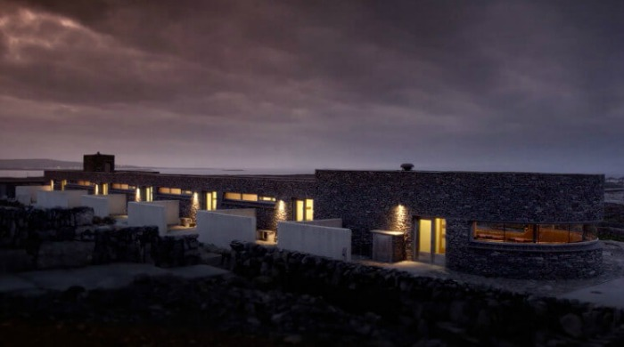 Inis Meáin Restaurant & Suites lit up at night.