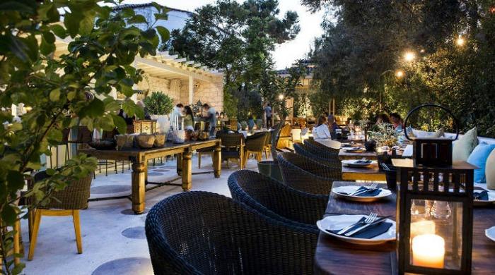 An outdoor dining area in Alavya, Alaçatı.