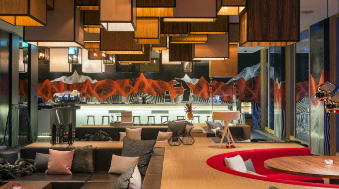 A bar and lounge area in Hotel W Verbier.
