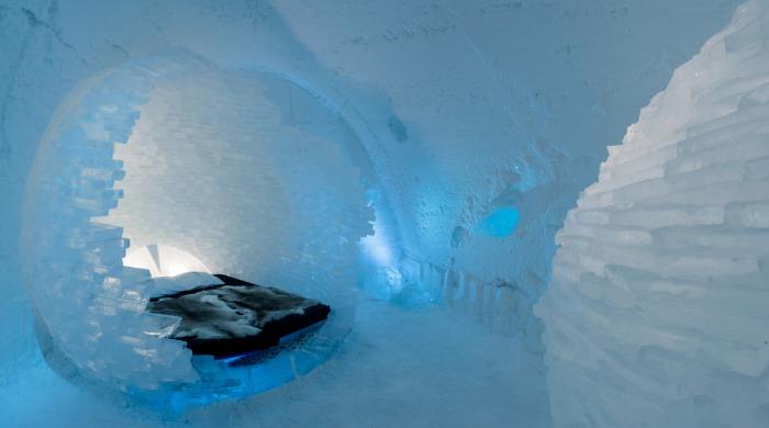 A bedroom in the Ice Hotel Jukkasjärvi.