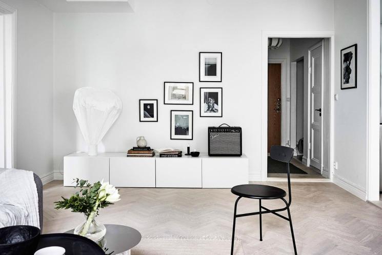 gallery wall swedish living room
