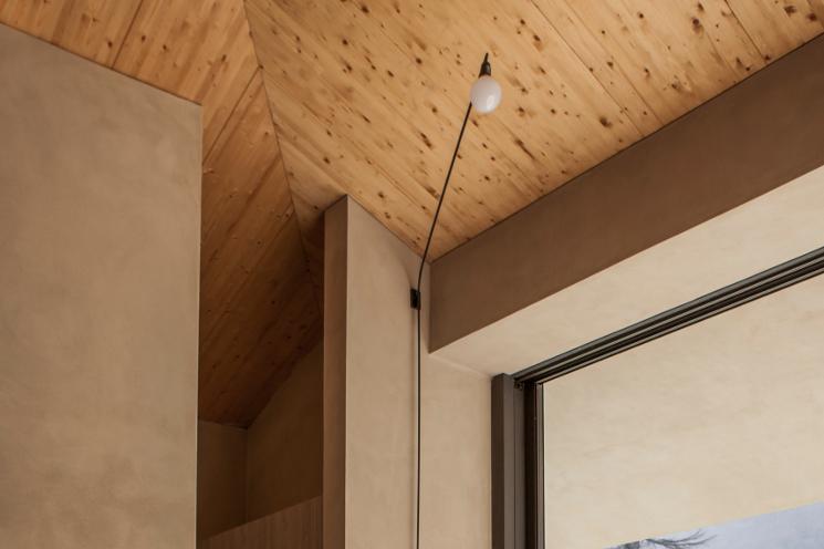 lake como home ceiling