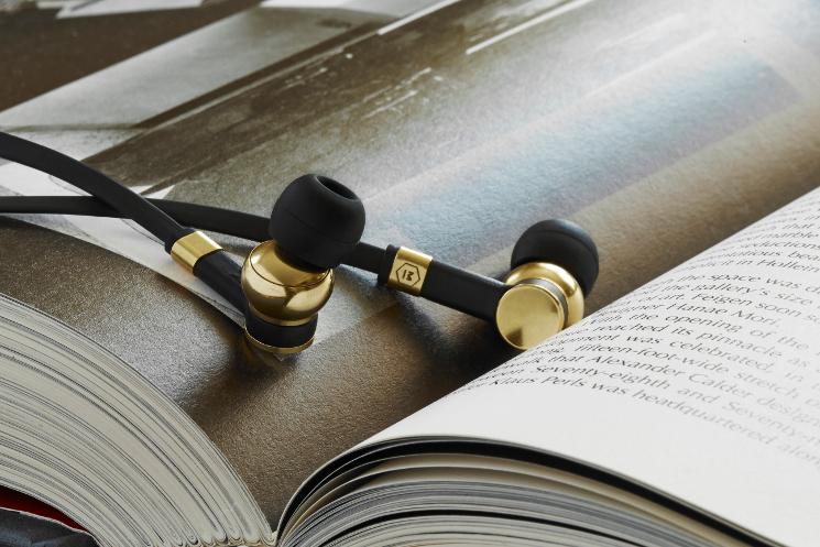 master and dynamic black earphones
