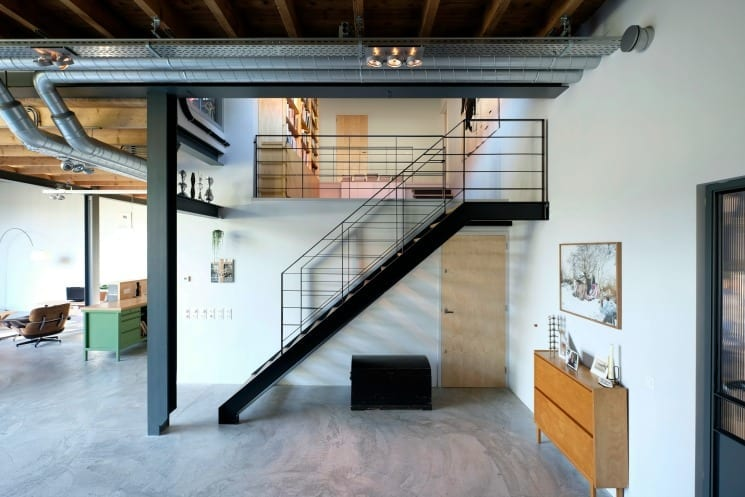 HoubenVanMierlo_patato barn_Dining room Stairway