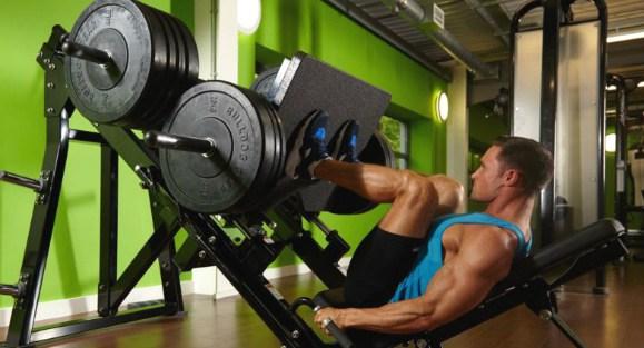 Volné váhy nebo stroje? | Benefity tréninku